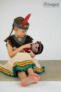 Indigo het indiaantje knuffeldeken : Compleet pakket, inhoud: benodigde garen, veiligheidsoogjes, vilt en 200 gram vulling